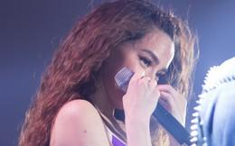 Hồ Ngọc Hà bật khóc trước 3.000 khán giả, tiết lộ từng muốn ngừng đi hát
