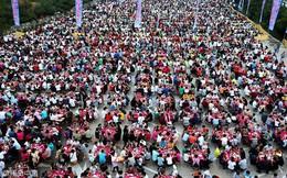 24h qua ảnh: Hơn 20.000 thực khách cùng ăn tối ở Trung Quốc