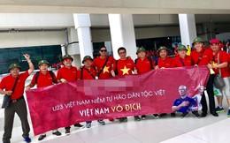 Các công ty treo đầy cờ đỏ, hành trình chuẩn bị cổ vũ cho U23 Việt Nam rộn ràng khắp cả nước