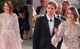 Thảm đỏ LHP Venice: Emma Stone diện váy xuyên thấu quyến rũ, xuất hiện cùng bạn trai Taylor Swift