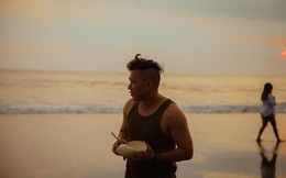 """Chàng trai """"phát khóc"""" ở Bali khi nhận lại những bức ảnh chụp từ người bạn thân"""