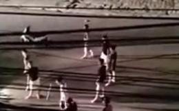 Hai nhóm thanh niên cầm hung khí lao vào hỗn chiến lúc nửa đêm
