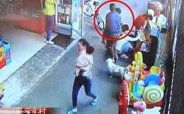 Clip bé trai bị bắt cóc táo tợn ngay chỗ đông người và lời cảnh báo cho các bậc cha mẹ