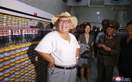 Trời quá nóng, lãnh đạo Kim Jong-un vận trang phục mới lạ