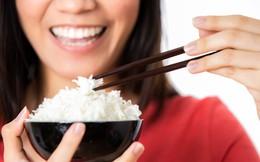 7 sai lầm trong khi ăn khiến đường tiêu hóa bị rối loạn, sinh bệnh: Có thể bạn cũng mắc!