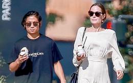 Pax Thiên ra dáng ngôi sao, tự tin hộ tống mẹ Angelina Jolie dạo phố