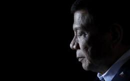 """Chuyên gia: Mạnh miệng với Trung Quốc về Biển Đông, đừng tưởng ông Duterte đã """"ngả"""" về Mỹ"""