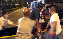 Đưa người bị thương đi cấp cứu, nam thanh niên bị chém đứt lìa tay ở Sài Gòn