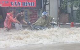 Đồng Nai: Mưa như trút nước, quốc lộ 51 biến thành sông