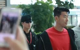 Không cờ quạt băng-rôn, không fan nữ hò hét, Son Heung-min cùng người cha lặng lẽ rời Hàn Quốc