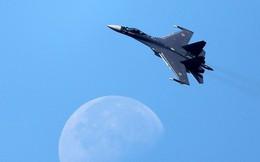 Su-35S Nga trổ tài siêu cơ động tốc độ thấp