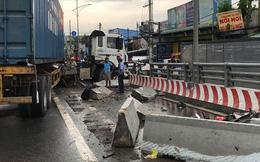 Xe container tông lật ô tô tải trên cầu vượt Gò Mây, giao thông tê liệt nhiều giờ