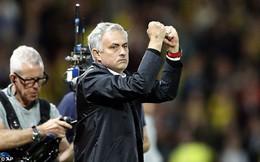 """HLV Mourinho """"troll"""" Smalling: Điều duy nhất tôi không thích là mái tóc của cậu ta"""