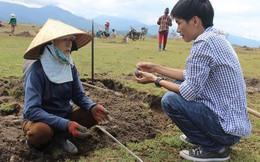 Người dân Phú Yên đổ xô đào đá đen bán giá 4 triệu đồng/kg
