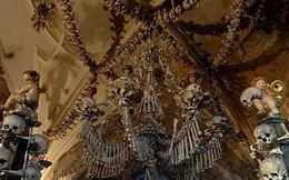 Bên trong nhà thờ được trang trí bằng 70.000 bộ xương người