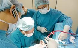 Mù quáng cắt lá thuốc nam đắp chữa trĩ, hai người phụ nữ hoại tử hậu môn