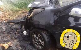 Thấy đống rác đang cháy vẫn bất chấp đỗ xe, tài xế ngậm ngùi nhìn xế cưng bị thiêu rụi đầu