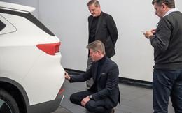 Lộ ảnh CEO VinFast bên chiếc SUV phiên bản trắng?