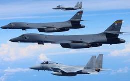 Giữa căng thẳng Mỹ-Trung: Không quân Mỹ-Nhật tập trận biển Hoa Đông