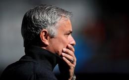 """Bị """"bịt mồm"""" ở họp báo, Mourinho đã được Man United định đoạt tương lai?"""