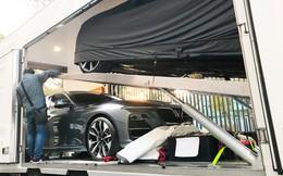[Ảnh hot] Cận cảnh 2 chiếc xe VinFast được đưa lên sân khấu Paris Motor Show 2018