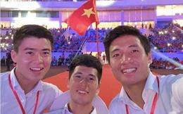 """Những bức ảnh thú vị về trình selfie của Bùi Tiến Dũng và """"đồng bọn"""": Từ Thường Châu đến ASIAD vẫn 1 biểu cảm duy nhất"""