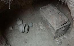 Ô tô sụt hố, lọt xuống mộ cổ 3.400 năm