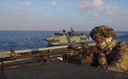 Thủy quân lục chiến Nga ồ ạt đổ bộ bờ biển Syria: Trận tổng duyệt đập tan mưu đồ đen tối?