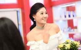 Thanh Hương khoe vai trần tại sự kiện, tiết lộ cảnh bị cưỡng bức tập thể trong Quỳnh búp bê