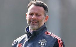 """Huyền thoại MU… kêu gọi Mourinho """"đầu hàng"""" Man City"""