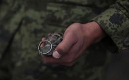 Video: Lóng ngóng đánh rơi lựu đạn, binh sỹ Trung Quốc suýt bỏ mạng