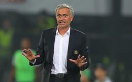 """Dùng từ """"rác rưởi"""", Mourinho phản bác đanh thép tin đồn rời Man United"""