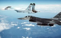 """Những pha vờn nhau """"thót tim"""" giữa máy bay chiến đấu của Nga và Mỹ"""