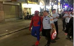 """Xử lý """"người nhện"""" bán hàng rong ở phố đi bộ"""
