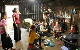 Không khí nô nức trong gian bếp khi bà con, hàng xóm tụ họp chuẩn bị bữa cơm đón Hoa hậu H'Hen Niê về nhà