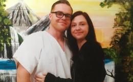 Bà mẹ chuyển từ Anh tới Mỹ để kết hôn với tù nhân ngồi sau song sắt cả đời