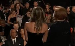 """Khoảnh khắc thú vị: Angelina phản ứng khi vợ cũ Brad Pitt xuất hiện, sao """"50 Sắc Thái"""" tò mò liếc sang theo dõi"""