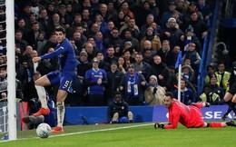 Morata tiếp tục tịt ngòi, Arsenal trả giá đắt trên Stamford Bridge