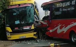 Hai xe khách đấu đầu, hành khách phá cửa kính thoát ra ngoài