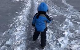Lạ lùng tuyết đen ở Kazakhstan