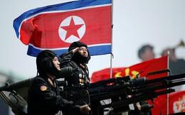 Sẵn sàng cho chiến tranh, lính Triều Tiên mang cả giày đi ngủ?