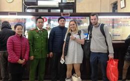 Bát bún ấm lòng nữ du khách nước ngoài giữa chiều đông