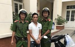 Hai tên trộm trưa bị lộ vì hành vi thậm thụt