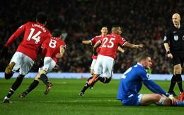 """""""Quỷ đầu đàn"""" thét vang, Man United đem nắng ấm Dubai xua tan mưa tuyết Old Trafford"""
