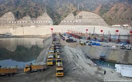 """Cảnh báo nguy hiểm phía sau """"cơn sốt"""" đập nước của Trung Quốc"""