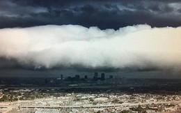 Đám mây khổng lồ bất ngờ tràn qua thành phố, nhiều người tưởng Tận thế ghé về