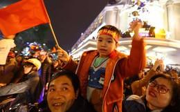 LIVE: Sài Gòn, Hà Nội không ngủ để ăn mừng chiến thắng lịch sử của thầy trò Park Hang-seo
