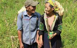 Nụ cười và cái nắm tay của hai ông bà cụ miền sơn cước khiến giới trẻ ước gì có một tình yêu như thế