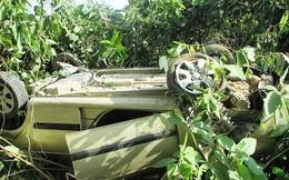Nghệ An: Xe ô tô con lao xuống vực, 5 người may mắn thoát chết