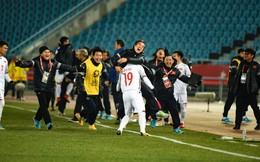 CLIP: Cận cảnh màn ăn mừng tưng bừng trong phòng thay đồ của U23 Việt Nam